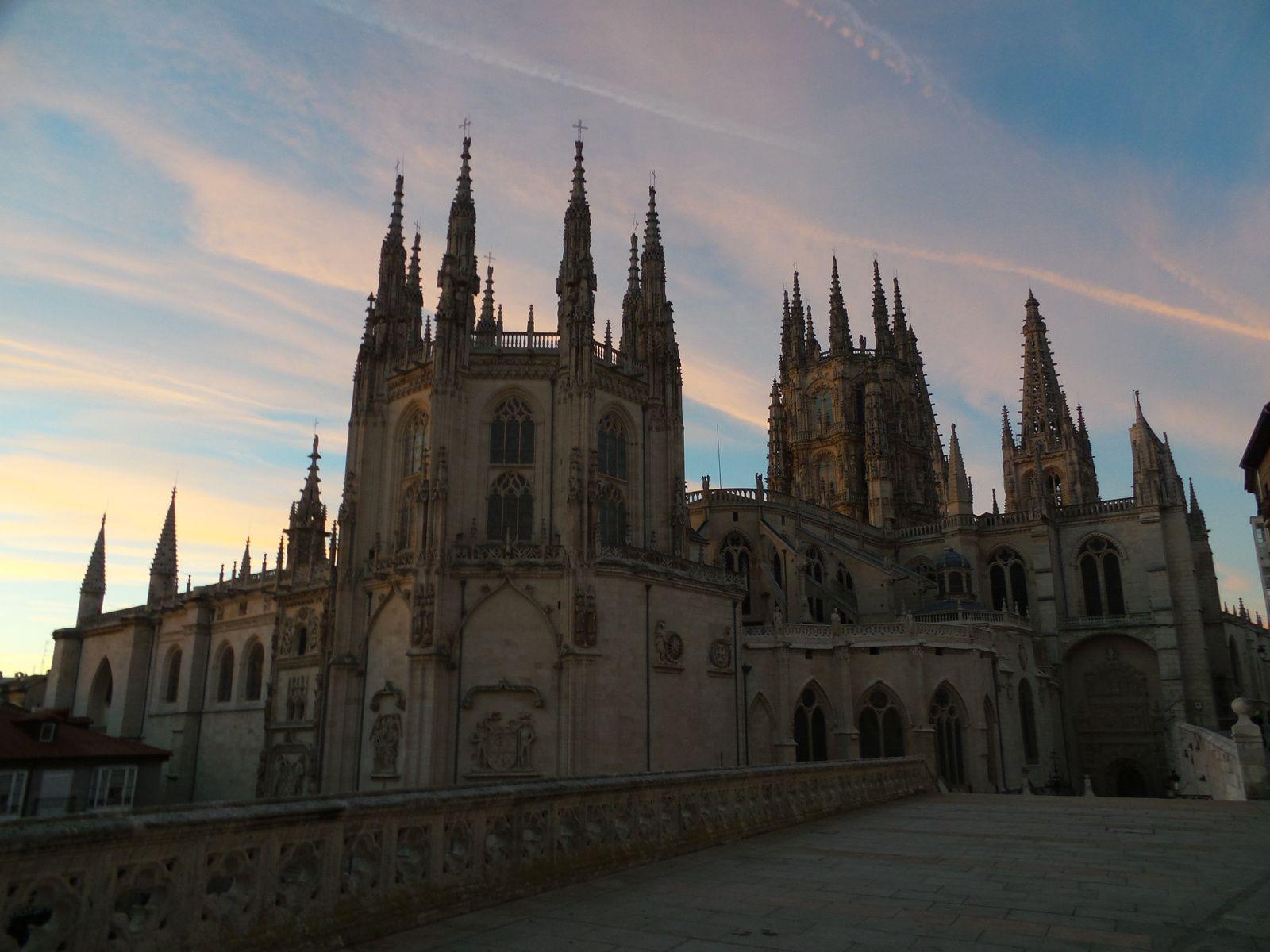 Lever de soleil sur Burgos et sa cathédrale