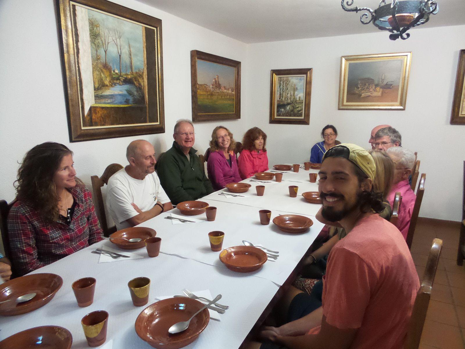 Boadilla del Camino, Albergue El Camino, souper très animé à l'albergue