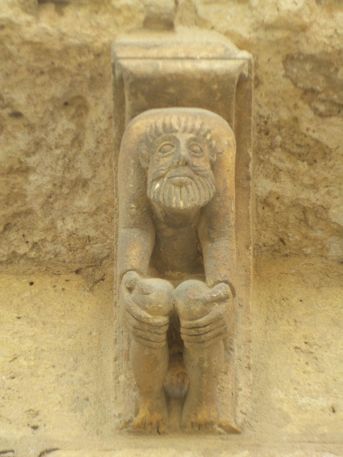 Eglise de San Martin, XIe siècle, Fromista. On dirait qu'ils font du yoga!