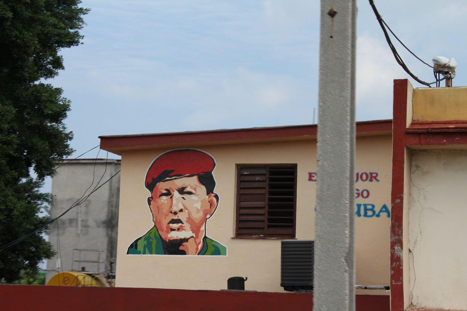 Ché Guevara, Hugo Chavez el mejor amigo de Cuba, comité de défense de la révolution, etc.