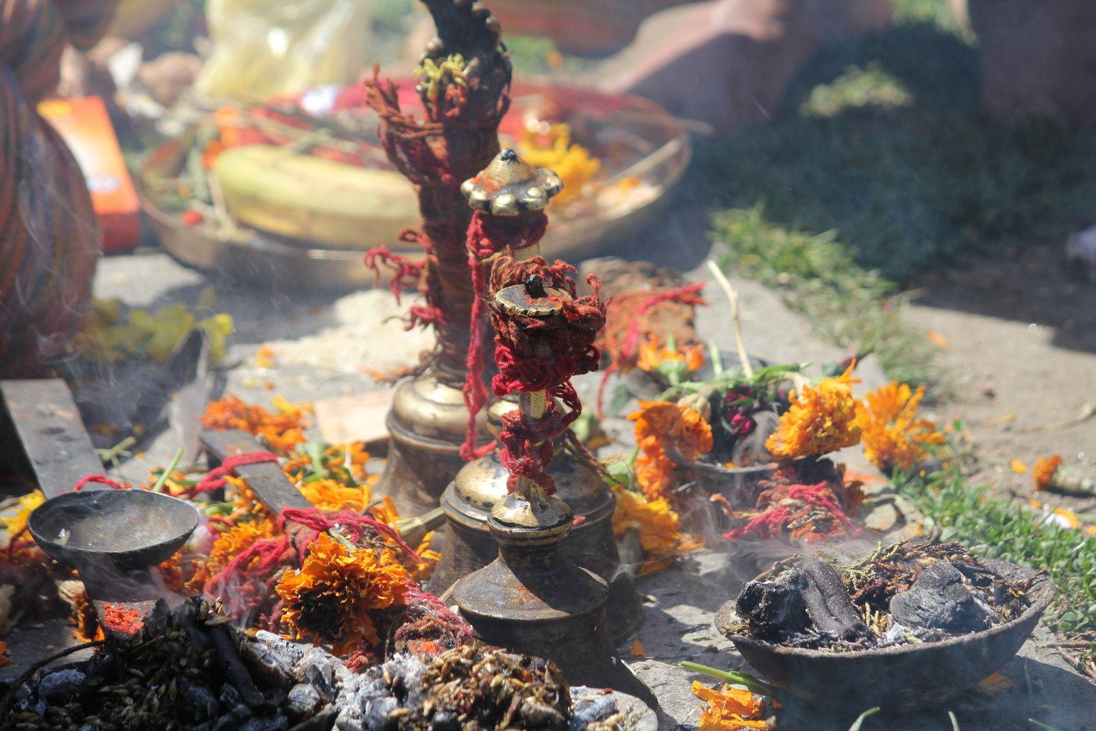 les 9 fillettes et rituels avec le Pandit