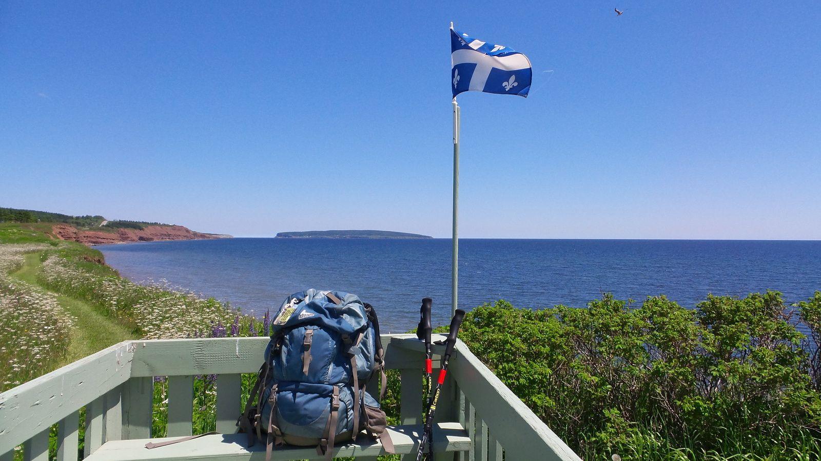 La plage de Pabos-Mills, ma tente et mon sac de 8 kilos