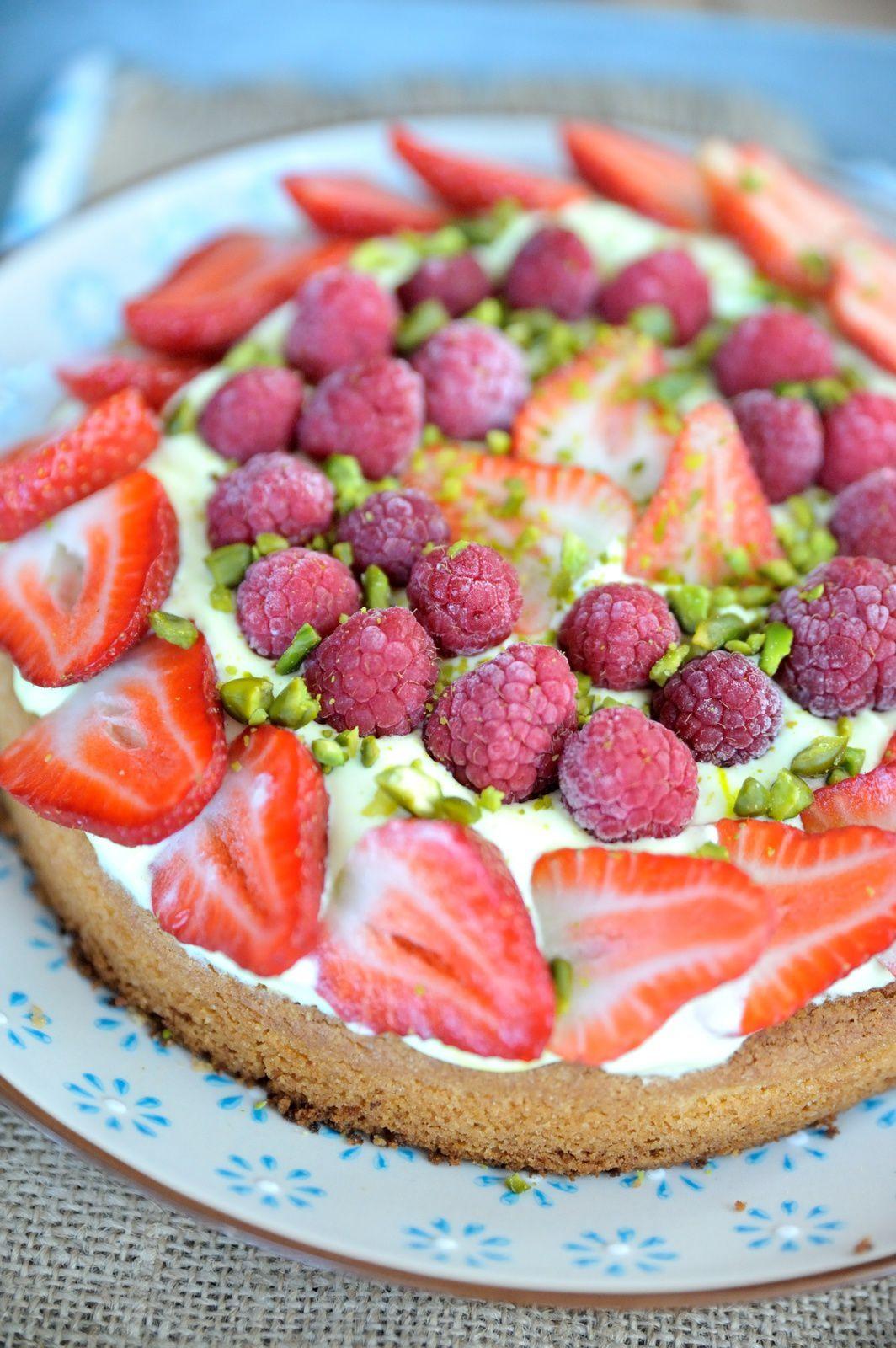 Tarte aux fraises & framboises sur palet breton & crème pistache