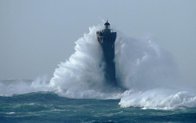 Tempête du 03 janvier 2014 sur la côte (route touristique de Landunvez) et sur le phare du FOUR en BRETAGNE