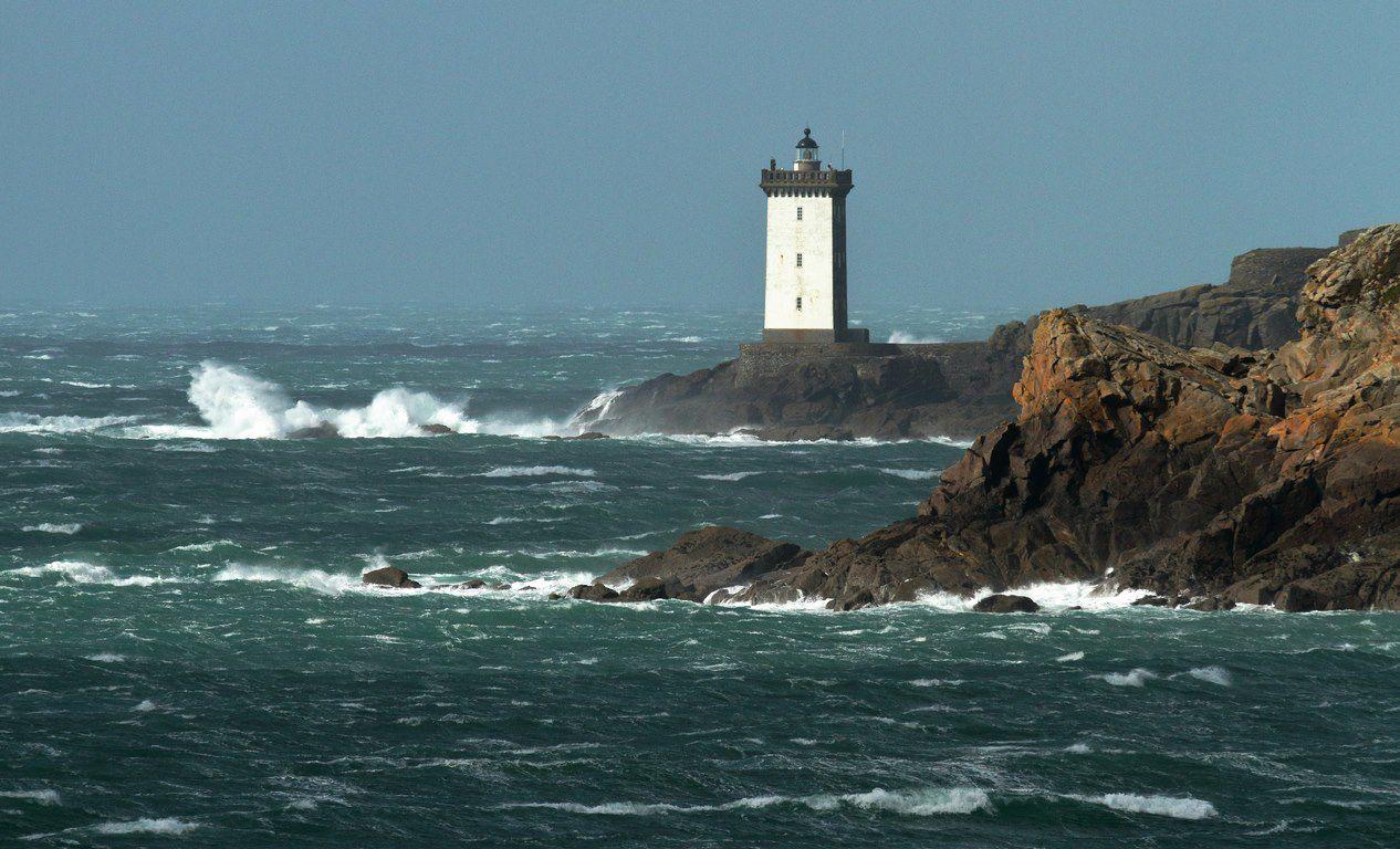 gros temps sur le phare de kermorvan le conquet la mer. Black Bedroom Furniture Sets. Home Design Ideas