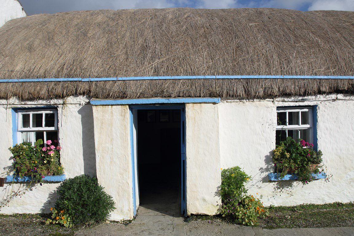 """Chaumières au """"Doagh Famine Village """"  (Donegal)&#x3B; site qui retrace la grande famine de 1850"""