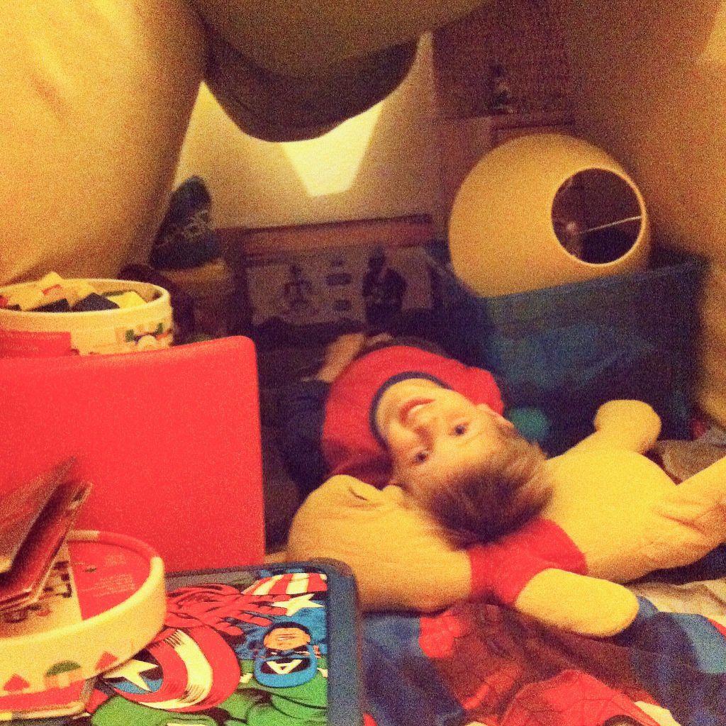 Maman je peux dormir dans ma cabane ?