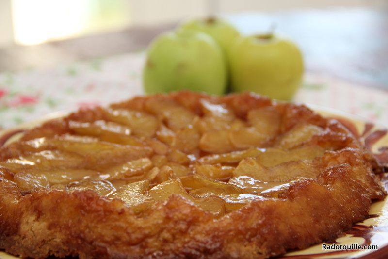 Tarte Tatin pour l'automne. A Piece of fall on your plate