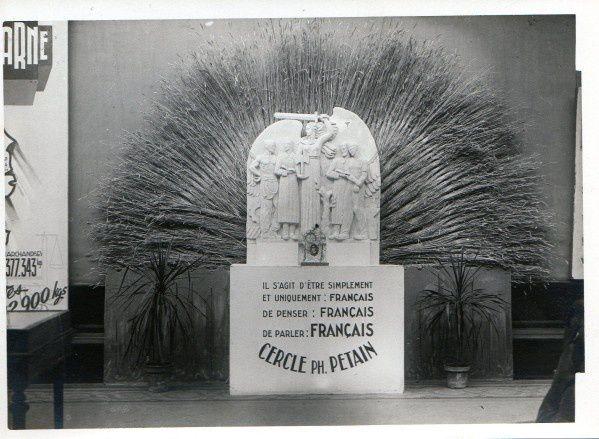 26 - Cercle Pétain  Voici un bas-relief des Cercles Pétain qui retiendra l'attention des connaisseurs