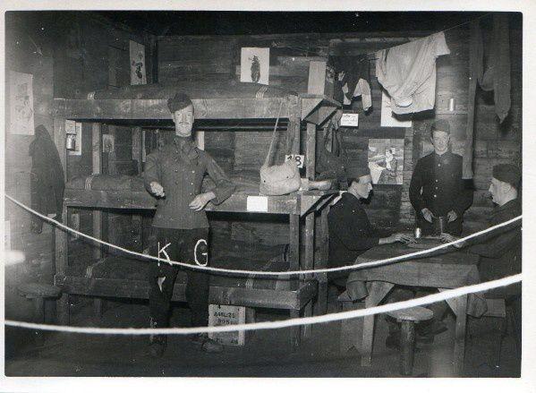 18 - La vie collective dans un baraquement, reconstitution.