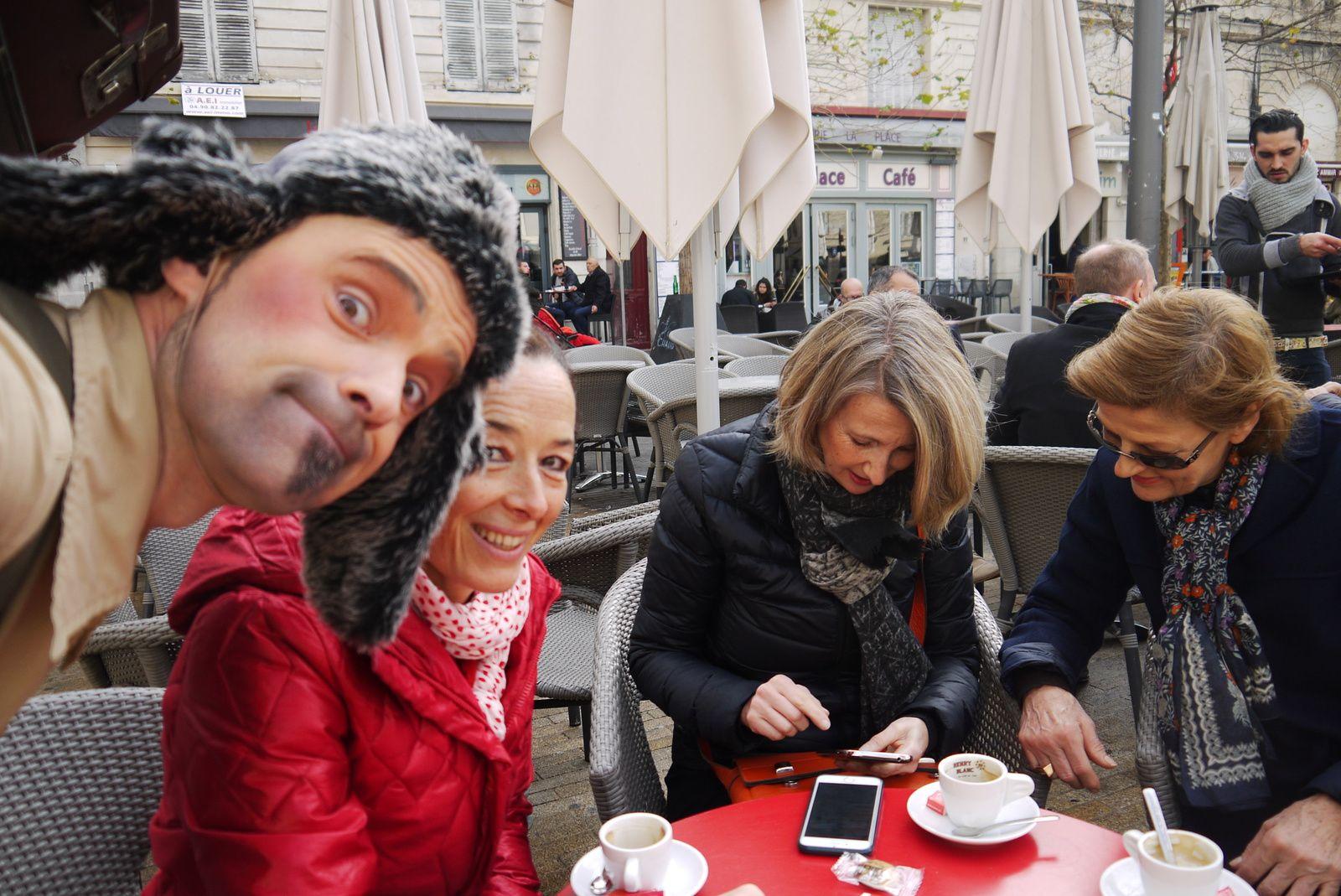 """Selfie avec 3 sympathiques personnes qui ne maîtrisent pas bien la fonction """"photo"""" de leur smart phone..."""