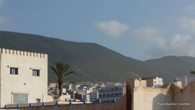 Du haut vers le bas: Mirleft, Mirleft, Sidi Ifni jusqu'en bas
