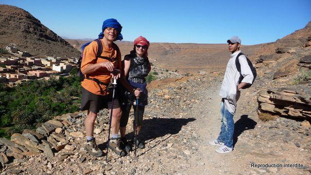 Du haut vers le bas: Vue Panoramique depuis l'Agadir, Giles, Evelyne et notre Guide, Serge Thérèse, notre guide et Chipie, Notre ballade en images