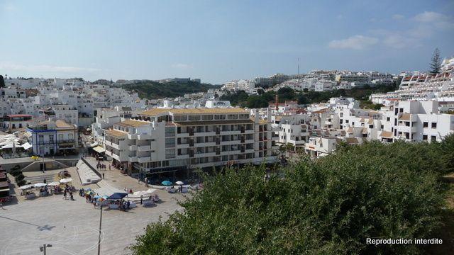 Seul les ronds points sont jolis à Albufeira (les deux dernières photos représentes le désastre immobilier de cette région)