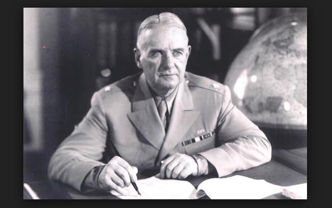 Bill Donovan, chef légendaire de l'OSS créé pendant la guerre, fut plus tard en charge d'orchestrer le projet de l'UE