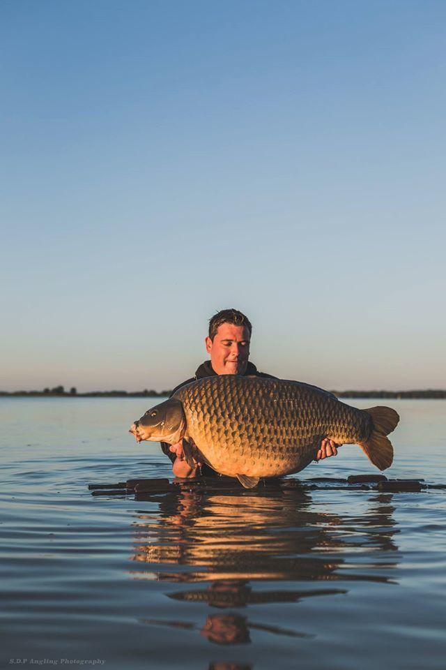 magnifique commune de +30 prise sur le lac de der chantecoq pendant les world carp master 2015