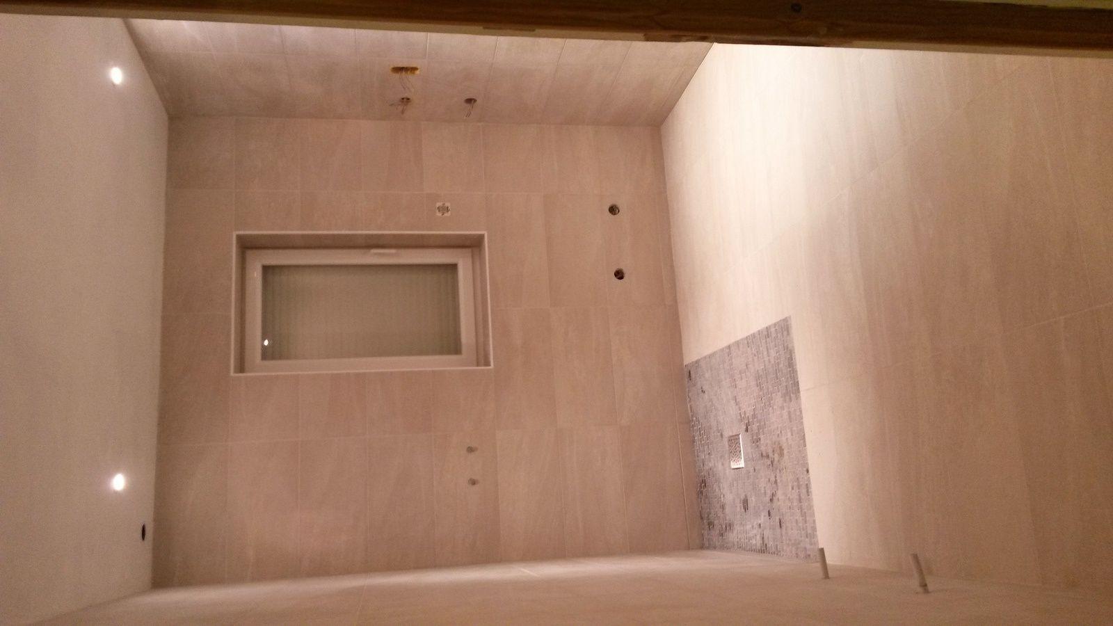 Flash salle de bain : carrelage terminé, réalisé par le Mozart de la discipline !On va penser à la suite &#x3B;)