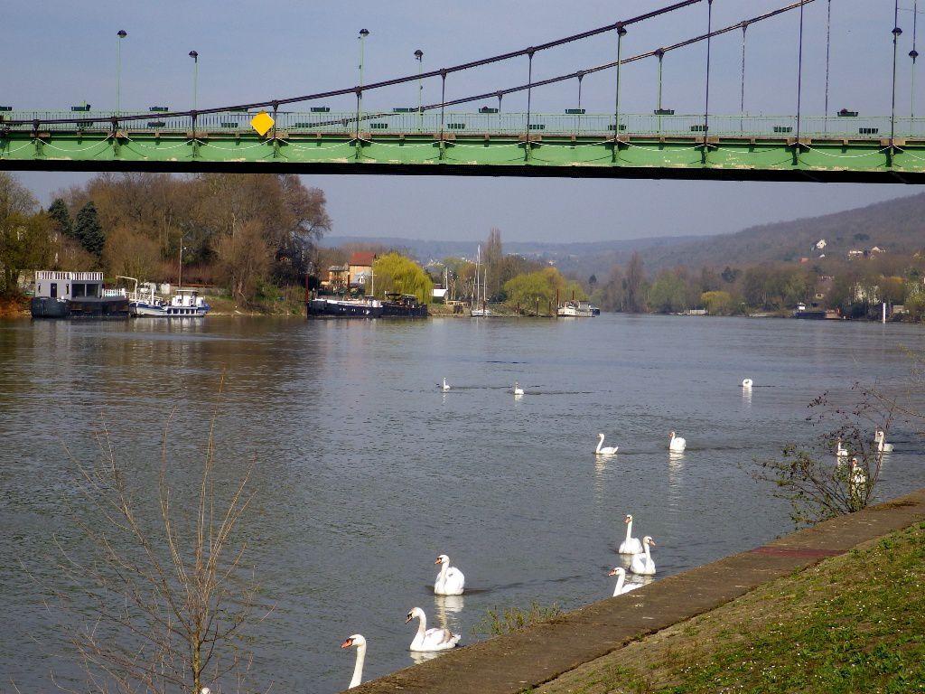 Retour au Pont de Triel, direction le restaurant.