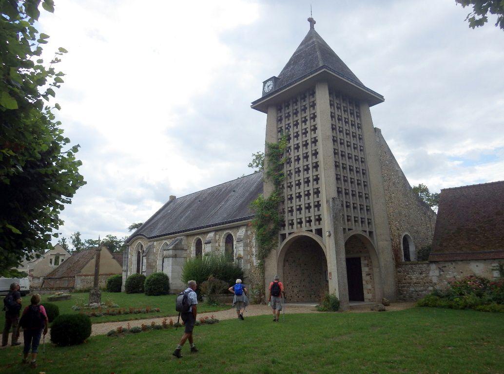 Eglise St Martin de Prassigny l'Orgueilleux,  bonne journée pour 13 randonneurs ! (ph Josiane)