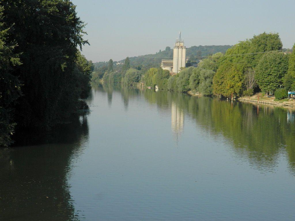 Départ de Meulan, on passe au dessus de la Seine