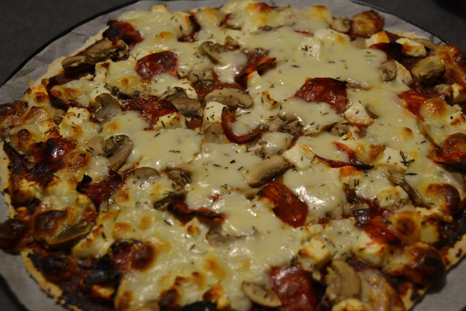 Pizza champignons, feta et chorizo