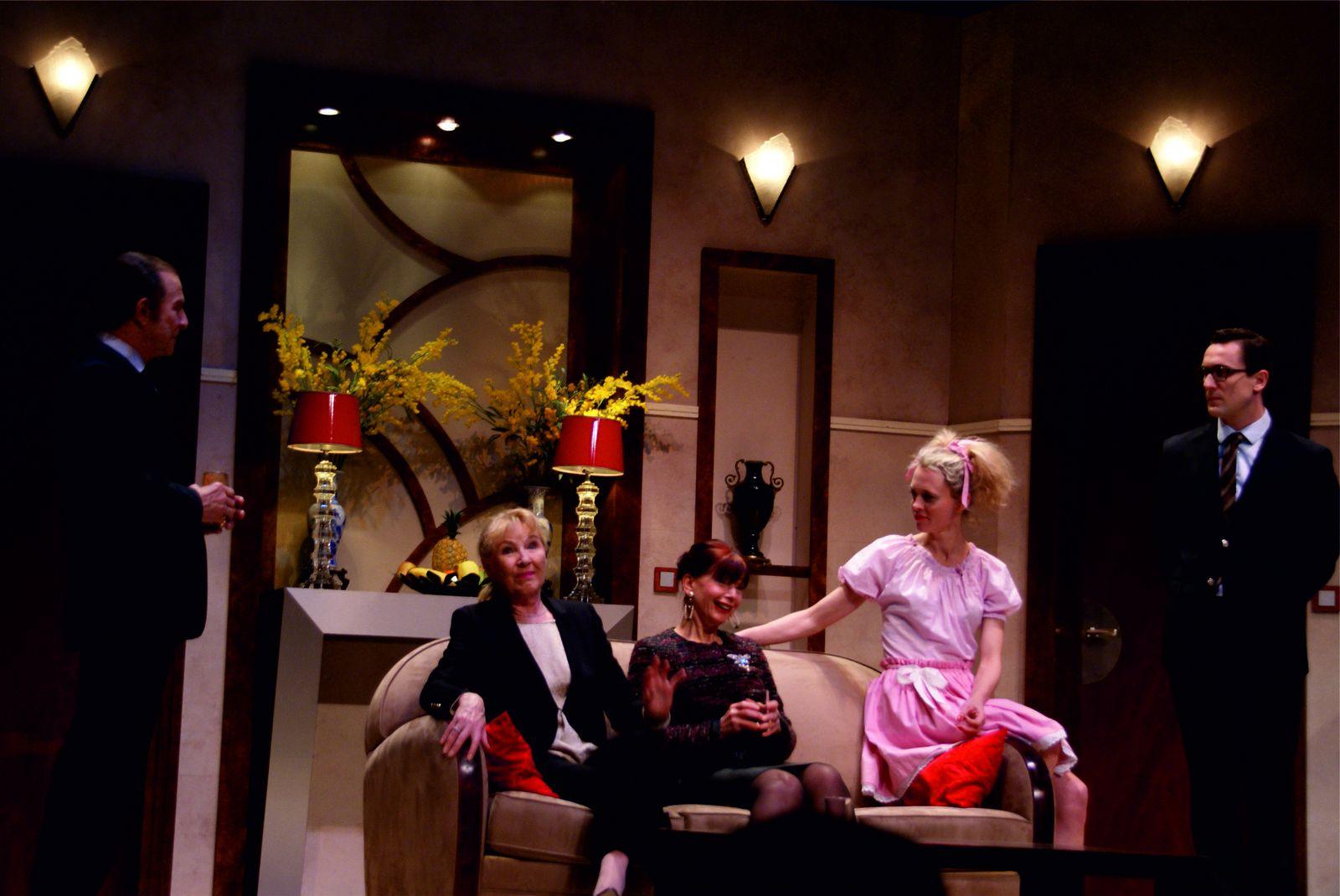 """Théâtre : une réouverture toute en rires avec Roland Giraud et """"Joyeuses Pâques"""""""