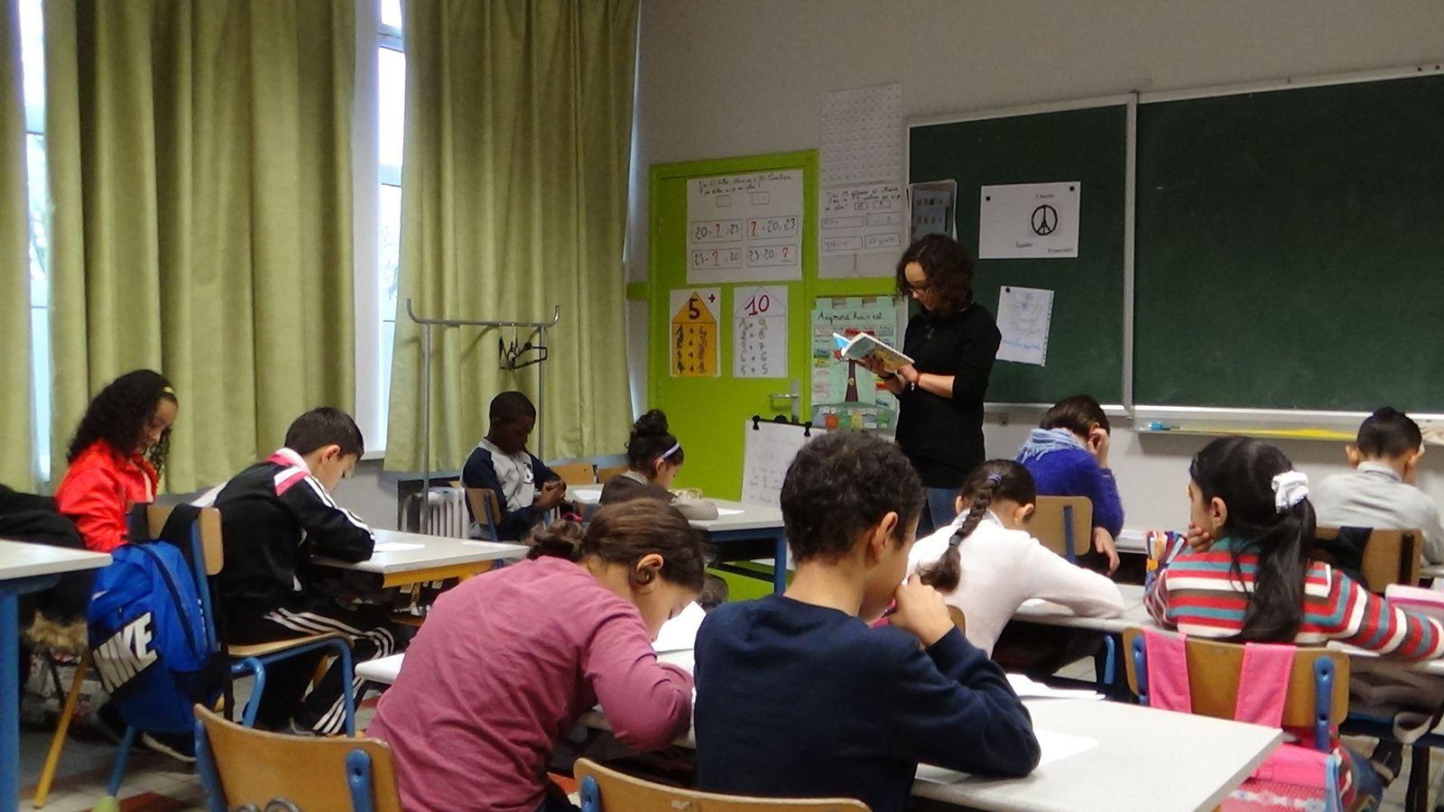 Présentation du projet dans la classe de CE1/CE2  par Madame Selma S'hieh le jeudi 19 Novembre 2015. Très beau souvenir d'un moment merveilleux passé en sa compagnie. Merci de nous avoir transmis sa passion et de nous avoir permis de réaliser ce beau projet.