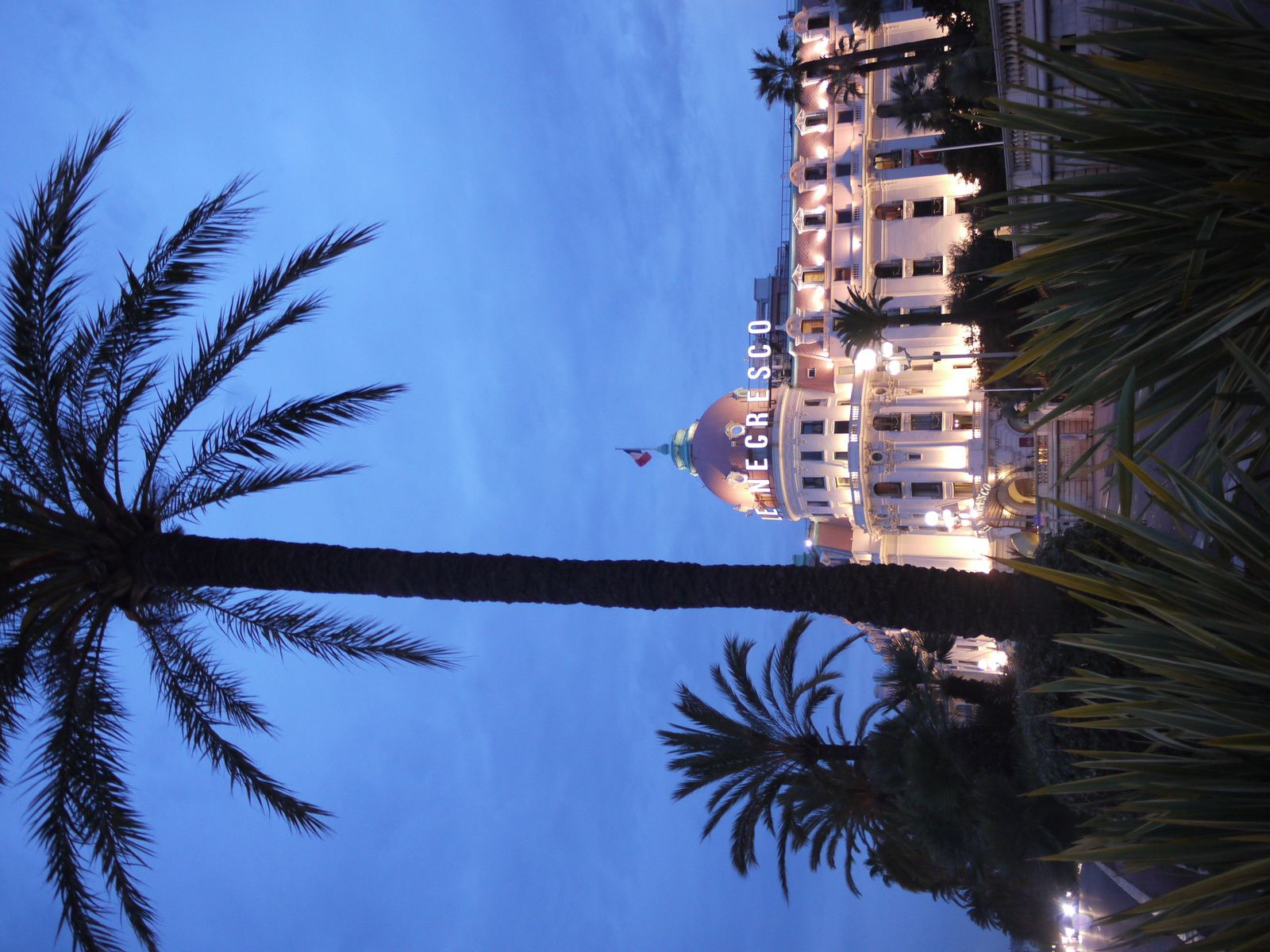 À Nice : une balade printanière fleurie et luxueuse
