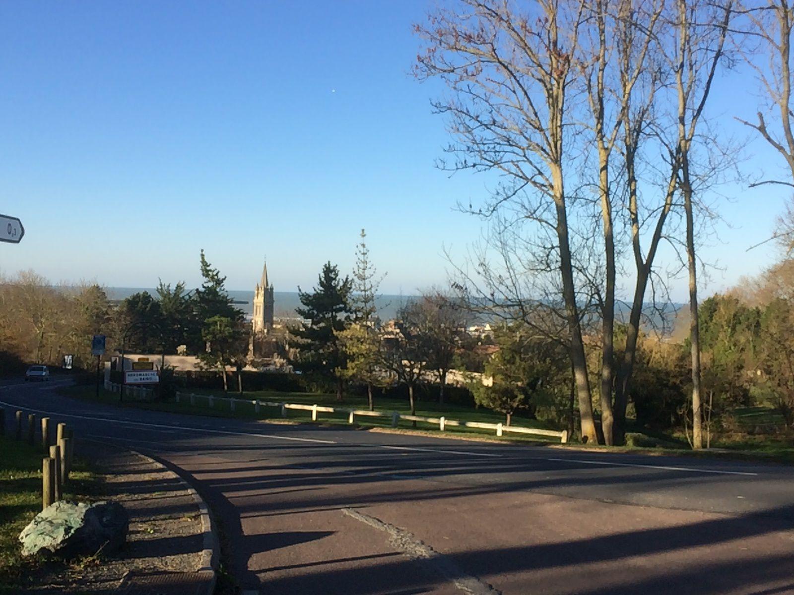 J'ai trouvé cette vue intéressante en arrivant à Arromanches...742m de dénivelé...mais tout est relatif !!!