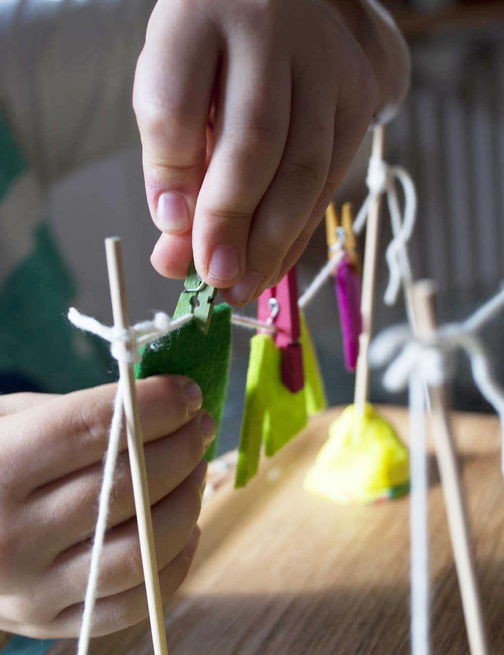 etendoir linge activit enfant 2 ans 8 ans une. Black Bedroom Furniture Sets. Home Design Ideas