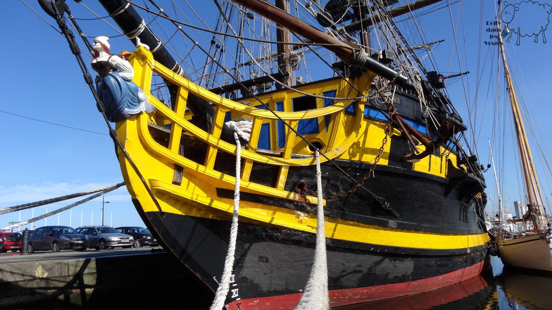 Un bateau qu'on peut louer pour des réceptions de mariage en mer.