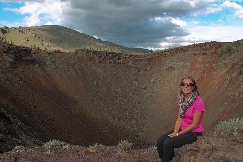 Avant d'arriver au lac, nous trouvons le cratère d'un volcan. Quand la nature se déchaine, il vaut mieux ne pas être là!