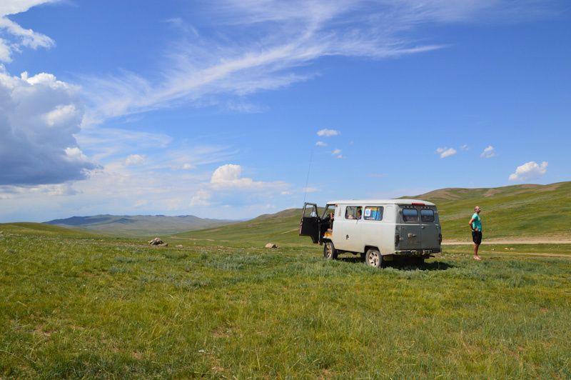 Encore et toujours des heures de 4X4 à travers la steppe - une petite pause s'impose!