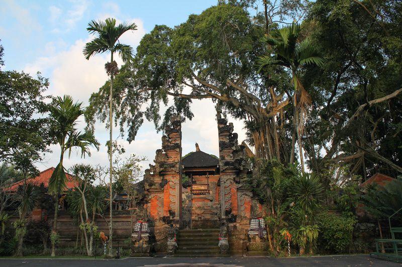 Dans la petite ville de Ubud, on trouve de nombreux temples hindous.