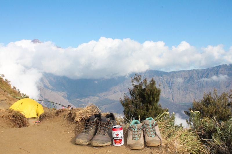 Après une nouvelle grimpette de 3 heures (+700m svp), nous voila à notre camp de base pour la 2ème nuit.