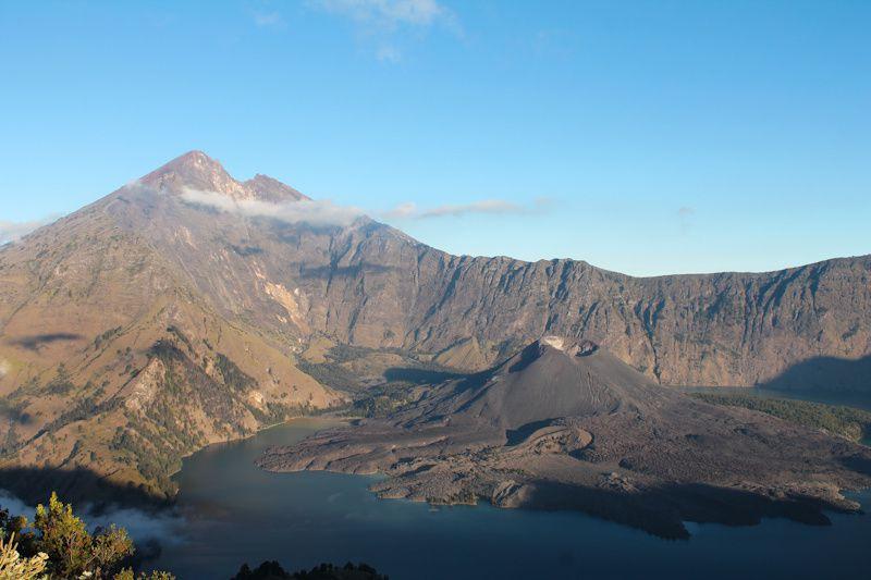 Vue de notre tente (quand on regarde sur la gauche): le lac avec au milieu un 2ème volcan - volcan Baru, toujours actif..