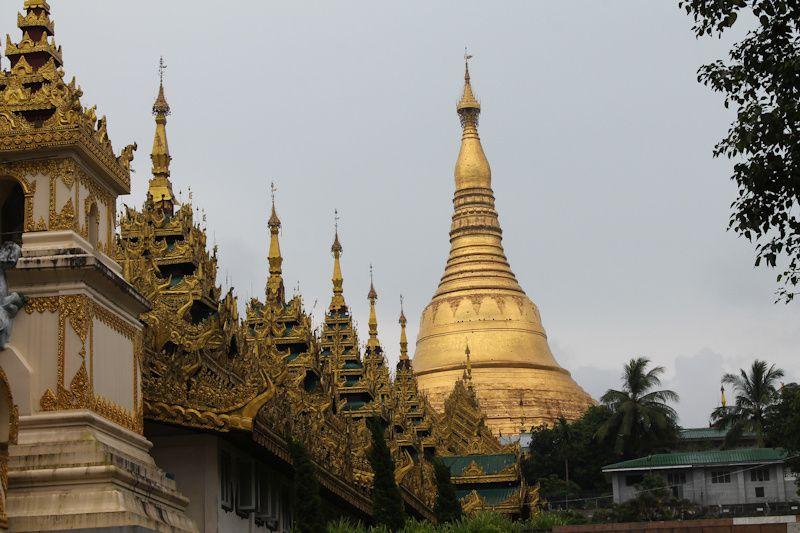 Entrée sud de la pagode Shwedagon