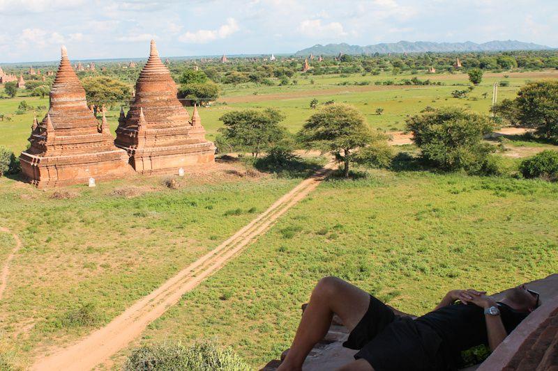 Petite sieste de midi en haut du temple. On y resté 2 heures sans croiser personne.