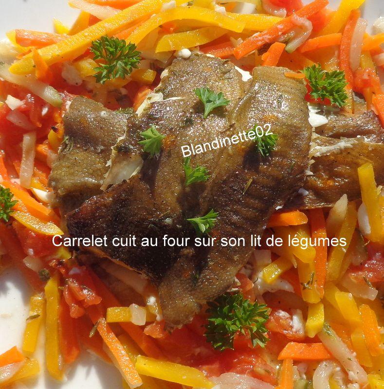 Carrelet cuit au four  sur son lit de légumes