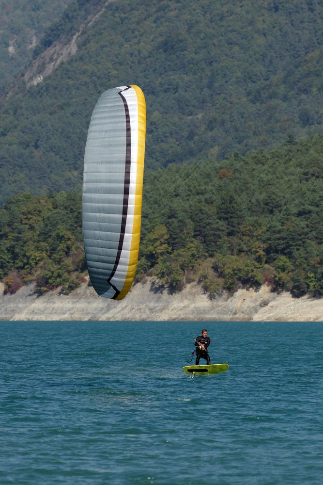 kitefoil and Aeros Navy 11m