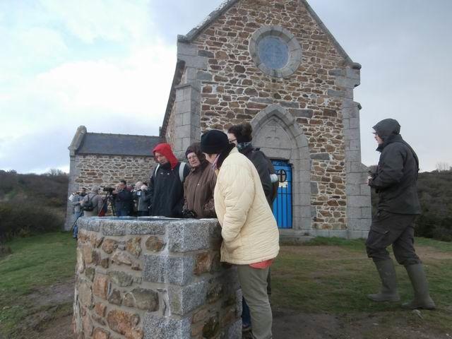 … pour poursuivre les observations depuis les abords de la chapelle...