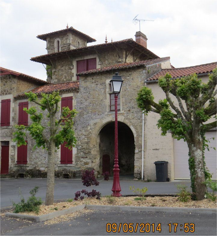 """Ici c'est la """"Maison des Tourelles""""."""