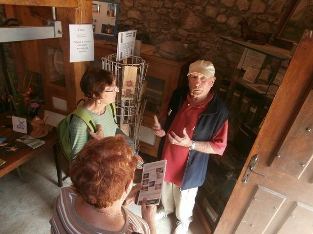 … c'est là que notre guide donne ses dernières explications… aux derniers visiteurs !