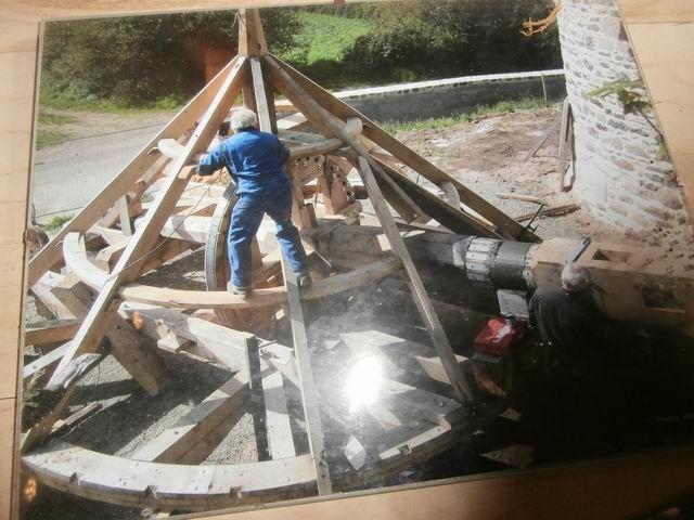 … avant la réfection de la toiture qui est en cours ici.