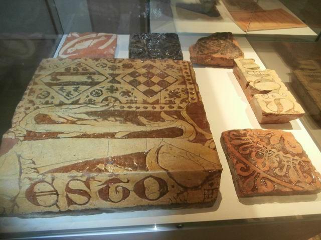 Ici sont exposées d'anciennes céramiques.