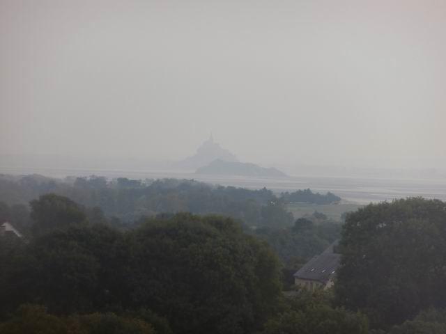 Malheureusement un brouillard tenace empêchait de voir clairement Tombelaine et le Mont St-Michel !