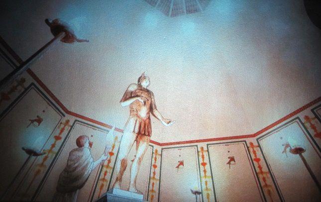 Toujours dans le musée : une grandiose reconstitution du dieu Mars dans son sanctuaire.