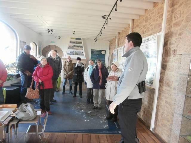 Nous sommes accueillis par Quentin qui nous explique en détail (avec documents à l'appui) l'histoire locale ainsi que celle de la Maison du Littoral.