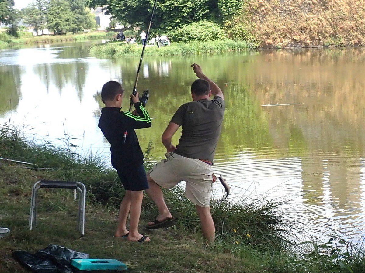 Le concours de pêche bat son plein... il n'y a que les truites qui n'apprécient guère !