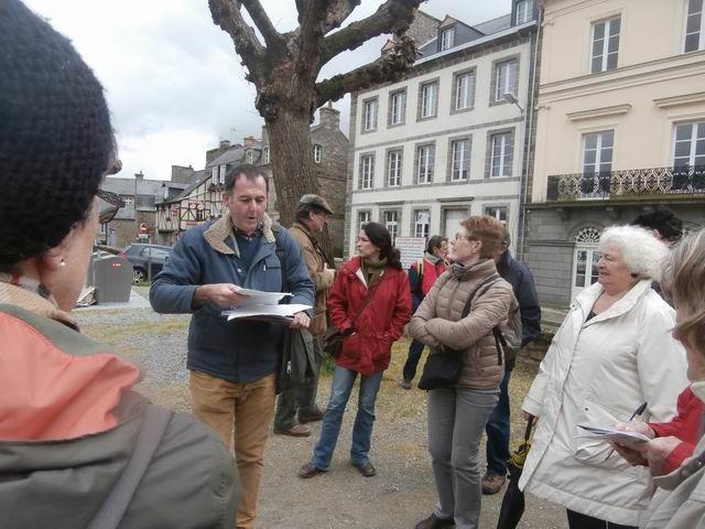 ... vers la place Duguesclin dont Mickaël nous raconte l'histoire...